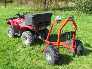ATV puunkantolaite manuaalisella vinssivälineistöllä